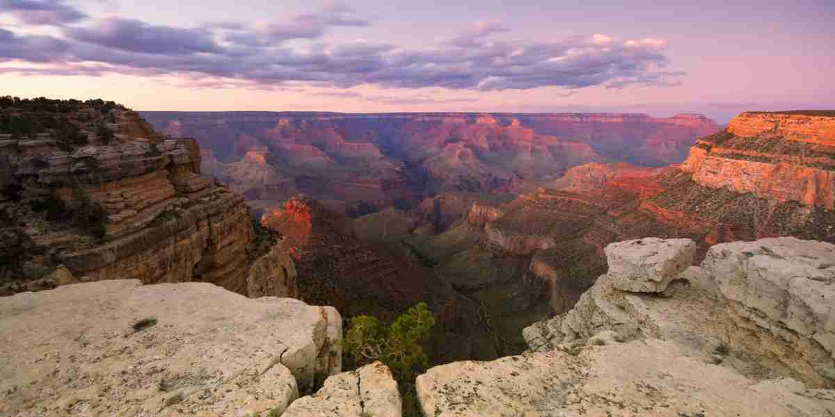 Las Vegas to Grand Canyon helicopter tours will take to you to the West Rim, the South Rim being out of their reach. Length of tour – There are same day return trips as well as multi-day trips ranging from 2 to as many as 15 days.
