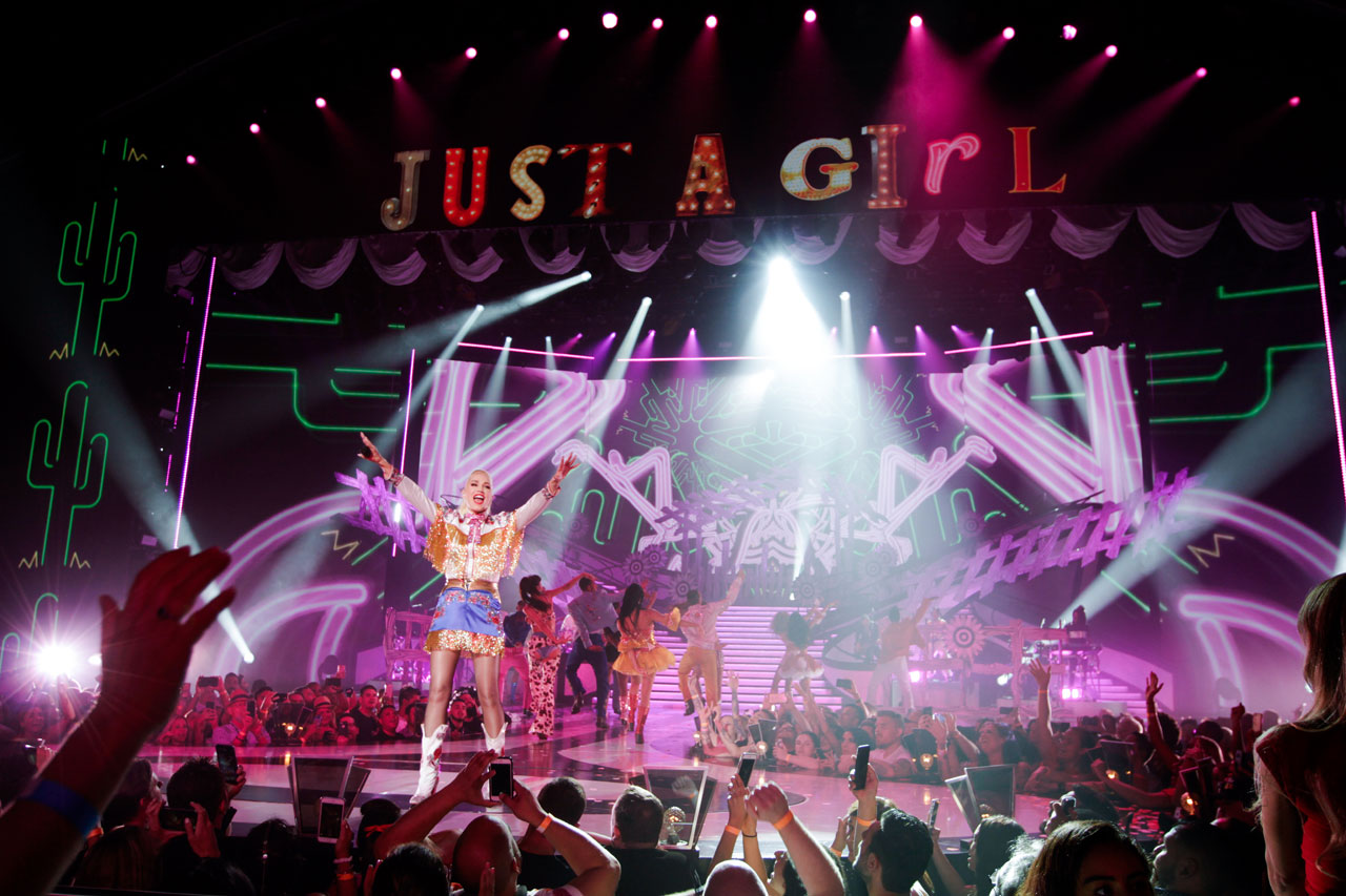 Gwen Stefani Just A Girl Vegas Planet Hollywood Concert Photo 1